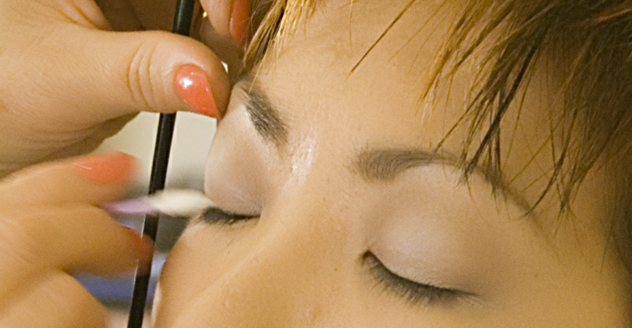how to apply eyeliner makeup over 40